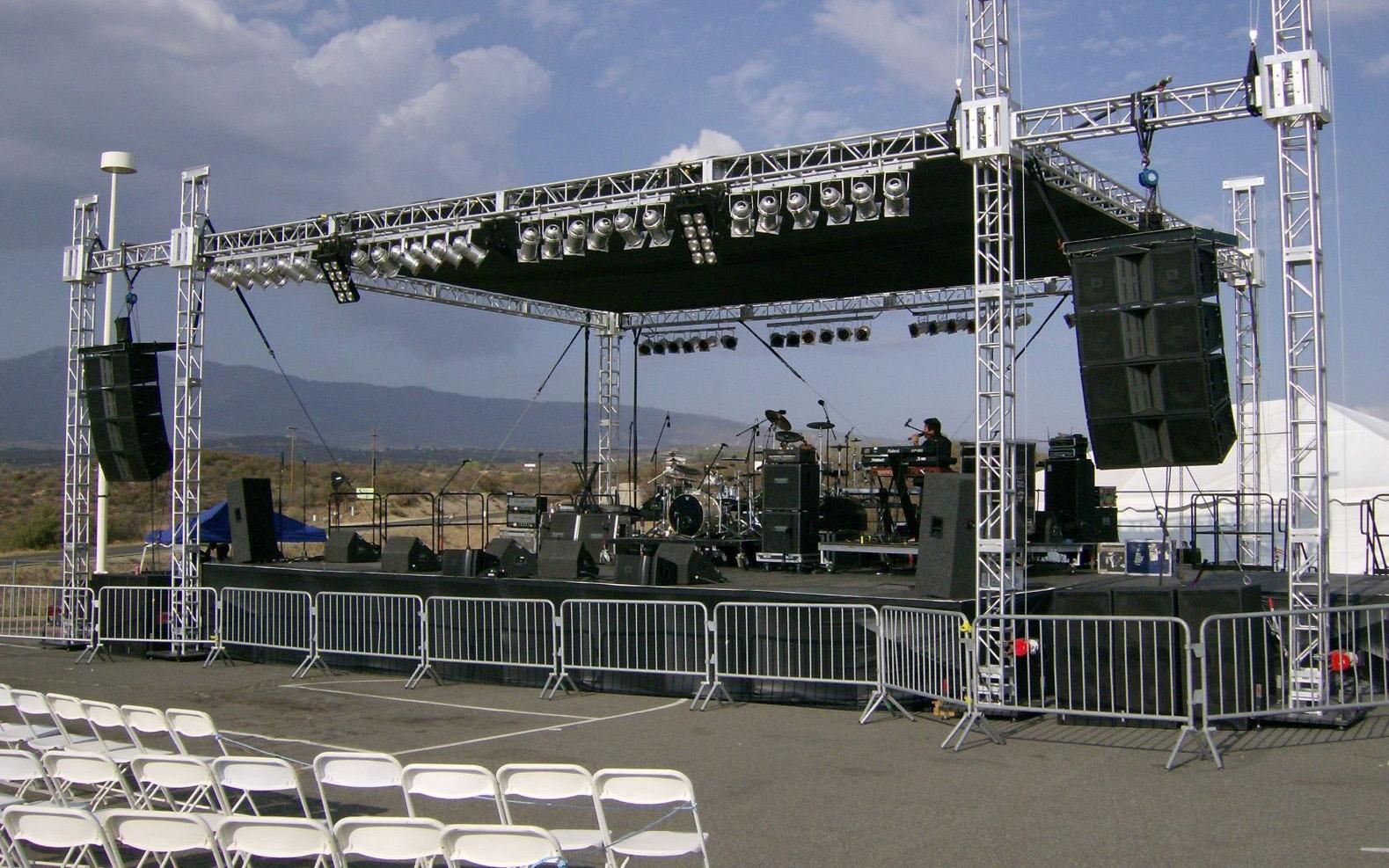 Bộ số 8: Dàn âm thanh sân khấu, hội trường ngoài trời – Giá: 74.360.000 VNĐ